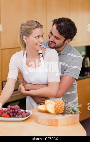 Porträt von ein paar Früchte zu essen - Stockfoto