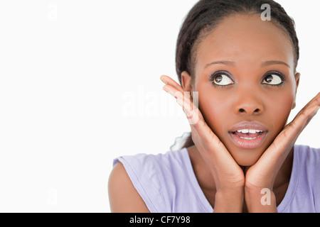 Nahaufnahme von Frau Angst auf weißem Hintergrund - Stockfoto