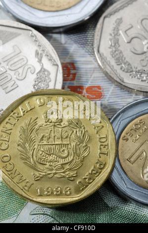 Geld banknoten mnzen bunt centimos whrung peru stockfoto geld banknoten mnzen bunt centimos whrung peru stockfoto thecheapjerseys Images