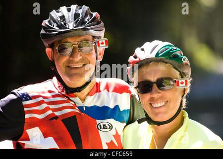 Zwei Radfahrer anhalten informellen Porträt in der Nähe von Radfahren - Stockfoto