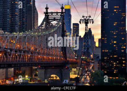 Queensborough Bridge, Skyline, Rooseveld Insel Seilbahn, East River, New York, USA Stockfoto