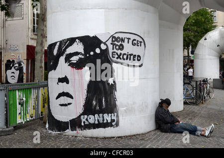 Graffiti von Konny Steding, ein deutscher Künstler, auf eine Kühlung Vent durch das Centre Pompidou in Paris mit - Stockfoto