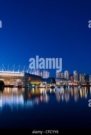 Die Skyline der Stadt mit neuen Schiebedach auf BC Place Stadium, False Creek, Vancouver, Britisch-Kolumbien, Kanada - Stockfoto