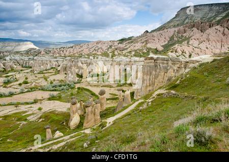 Hoodoos in einzigartigen Landschaft in der Nähe von Göreme, Kappadokien, auch Capadocia, Zentral-Anatolien, vor - Stockfoto