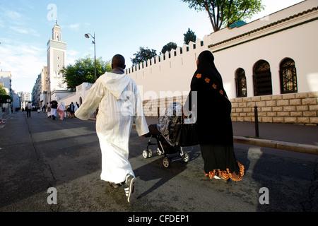 Muslime außerhalb Paris große Moschee, Paris, Frankreich, Europa - Stockfoto