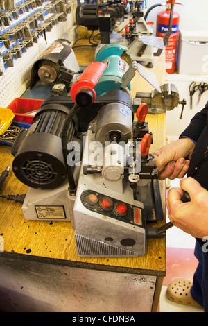 Zylinder Yale Art Schlüsselkopiermaschine Schlüssel kopieren von Schlosser machen Duplikate verwendet wird - Stockfoto