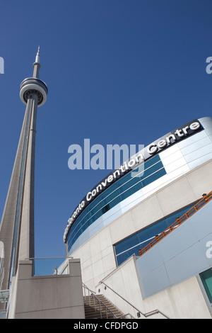 CN Tower aus der Metro Toronto Convention Centre, Toronto, Kanada - Stockfoto