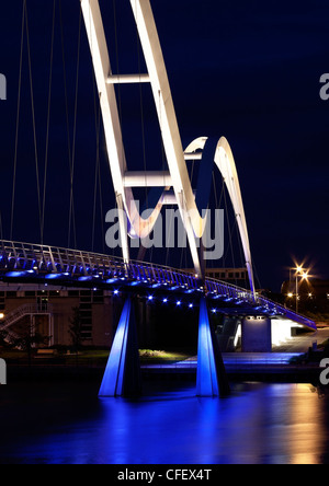 Infinity-Brücke in der Nacht - neue Brücke in Stockton - Stockfoto