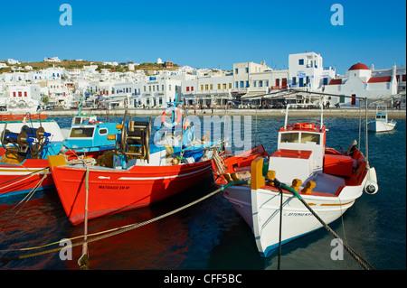 Alten Hafen und rote Kirche, Mykonos-Stadt, Chora, Insel Mykonos, Cyclades, griechische Inseln, Griechenland, Europa - Stockfoto