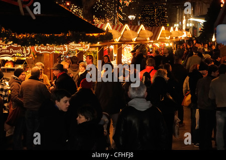 Weihnachtsmarkt an der Kaiser-Wilhelm-Gedächtniskirche, Breitscheidplatz Platz, Kurfürstendamm, Berlin, Deutschland, - Stockfoto