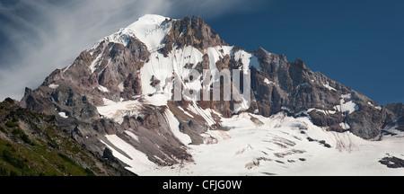 Northwest Gesicht der Mount Hood, Cathedral Ridge (L), Yocum Ridge (R), Sandy Gletscher Headwall unterhalb Gipfel - Stockfoto