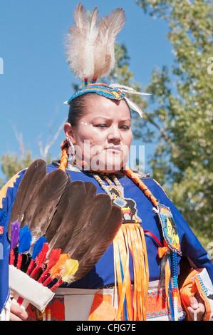 Frau im traditionellen Insignien, steinigen Nakoda First Nations, Bar U Ranch, Alberta, Kanada - Stockfoto