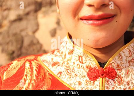 Asiatische Frau traditionelle chinesische Kleidung zu tragen. - Stockfoto