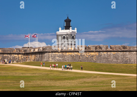 OLD SAN JUAN, PUERTO RICO - Touristen Ansatz Castillo San Felipe del Morro, historische Festung. - Stockfoto
