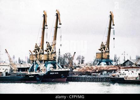 IRAN, BANDAR SHAHPUR: Frachter Schiffe Linie bis zu Last Ladung und ...