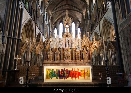 Großbritannien, England, Worcestershire, Worcester Cathedral Altar & 1969 Altar Tuch vertritt Kathedrale spiegelt - Stockfoto