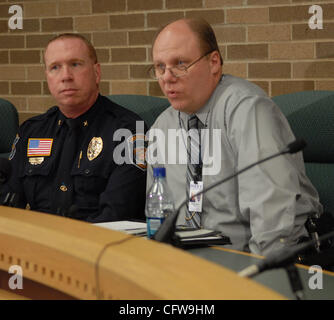 13. Februar 2007 - St. Paul, MN, USA - Presse Confrence in Inver Grove Heights City Hall. Im Bild: l, R Inver Grove - Stockfoto