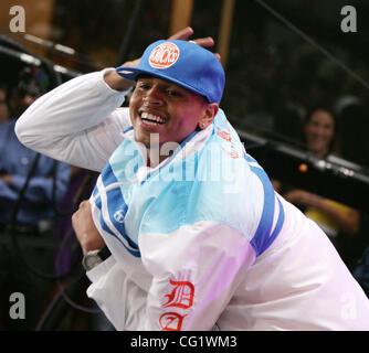 "31. August 2007 - New York, NY, USA - Sänger CHRIS BROWN führt in der ""Today"" show 2007 Summer Concert Series statt - Stockfoto"