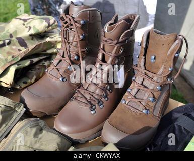 23. August 2012. Die neuen Typen der Armee Stiefel bald eingeführt werden... Mechanisierte Brigade, die nach Afghanistan - Stockfoto