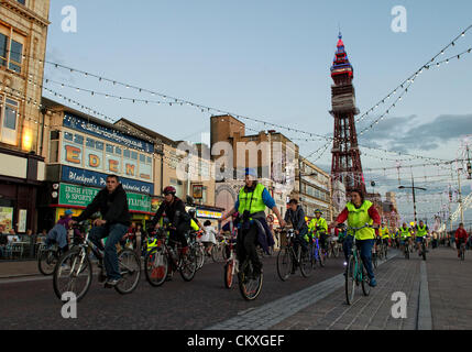 Blackpool, UK. 28. August 2012. Jedes Jahr, Radfahrer aller Altersgruppen und Fähigkeiten mit alles von Kiddies - Stockfoto