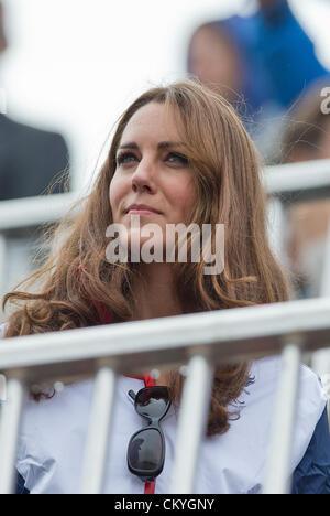 02.09.2012 Eton Dorney, Berkshire, England. Kate, die Herzogin von Cambridge, sieht man an den Ständen während des - Stockfoto