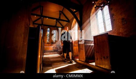 """Bald thront Bischof von Chichester Martin Warner fand gestern auf zwei Rädern, lokale Kirchen als Teil der """"Ride - Stockfoto"""
