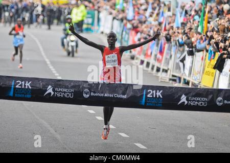 9. September 2012 - Buenos Aires, Buenos Aires, Argentinien - dicht gefolgt von Landsmann Robert Kipkorir Kwambai, - Stockfoto