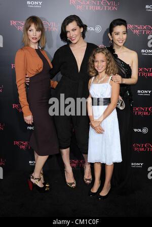 Los Angeles, CA, USA 12. September 2012.  Sienna Guillory, Mila Jovovich, Aryana Engineer und Li Bingbing bei der - Stockfoto