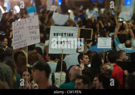 13. September 2012 - Buenos Aires, Buenos Aires, Argentinien - rund 50000 Menschen an einer '' Cacerolazo'' teilgenommen eine Art Protest in die Demonstranten machen Lärm gegen Pfannen und Töpfe, gegen die Regierung von Cristina Fernandez Kirchner. (Bild Kredit: Patricio Murphy/ZUMAPRESS.com ©)