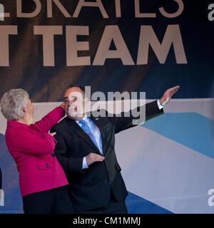 14. September 2012. Alex Salmond, erster Minister von Schottland und Louise Martin, CBE, Vorsitzender des SportScotland, - Stockfoto