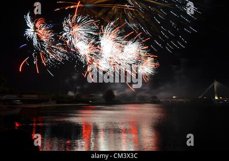 Ein Feuerwerk von der Marine-See in Southport am ersten Tag des dreitägigen britischen musikalischen Feuerwerk Championships - Stockfoto