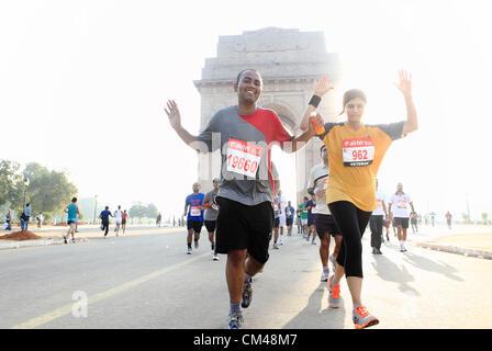 Sept. 30, Teilnahme 2012 - Neu-Delhi, Indien - Delhi-Bewohner in Neu-Delhi-Halbmarathon als sie laufen durch das - Stockfoto