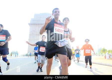 Sept. 30, Teilnahme 2012 - Neu-Delhi, Indien - Delhi-Bewohner in Neu-Delhi-Halbmarathon als sie laufen durch das Wahrzeichen New Delhi, India Gate. (Kredit-Bild: © Subhash Sharma/ZUMAPRESS.com)