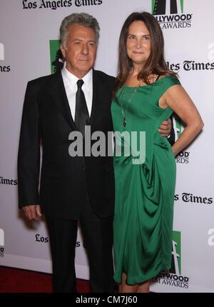 22. Oktober 2012 - Beverly Hills, Kalifornien, USA - Dustin Hoffman & Frau Lisa kommt für den Hollywood Film Awards - Stockfoto