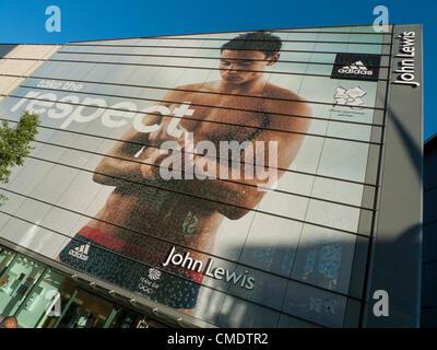 Juli 25, 2012 in Cardiff, Wales, Vereinigtes Königreich. John Lewis von Cardiff Store feiert die britische Tauchen - Stockfoto