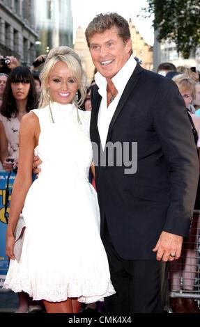 """London, UK. 20. August 2012. Hayley Roberts und David Hasselhoff bei der Welt-Premiere von """"Keith Lemon Films"""" im - Stockfoto"""