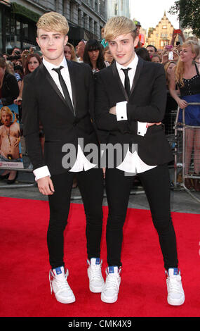 "London, UK. 20. August 2012. ""Jedward"" auf die Welt-Premiere von ""Keith Lemon Films"" im Odeon West End, Leicester - Stockfoto"