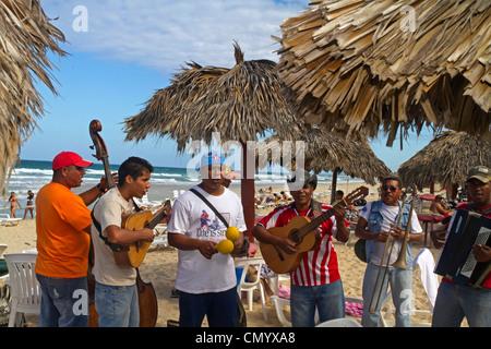 Sohn-Musiker in Playa del Este, Santa Maria Del Mar, in der Nähe von Havanna, Kuba, große Antillen, Antillen, Karibik, - Stockfoto