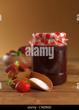 erdbeer marmelade stockfoto bild 67619830 alamy. Black Bedroom Furniture Sets. Home Design Ideas