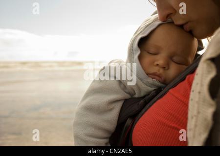kind baby pflege mutter ozean meer nackt strand spa bali kuta schwimmen jungen jugend. Black Bedroom Furniture Sets. Home Design Ideas