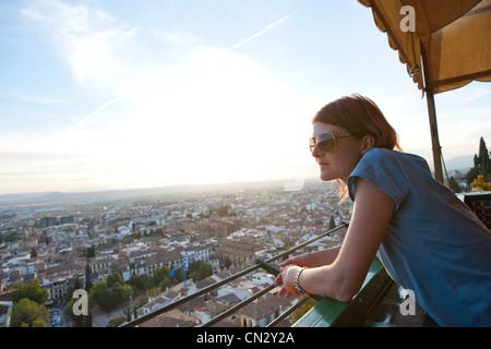 Frau im Urlaub, Granada, Spanien - Stockfoto