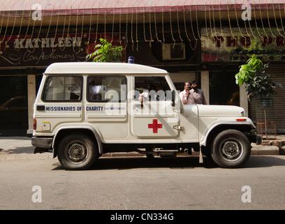 Missionarinnen der Nächstenliebe (Mutter Teresa) Krankenwagen, Kolkata, Westbengalen, Indien - Stockfoto