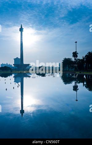 Indonesien, Java, Jakarta, Monas Turm des 137 Meter hohen Flammen bedeckt mit 50 kg Gold, ist die Symbole von den - Stockfoto