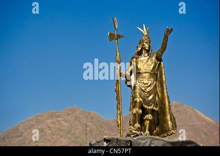 Peru, Cuzco Provinz, Cuzco, aufgeführt als Weltkulturerbe der UNESCO, eine Statue des Kaisers Inka Pachacutec, die - Stockfoto
