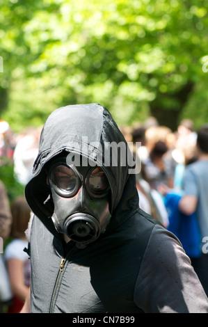 Mann in einer Gasmaske - Stockfoto