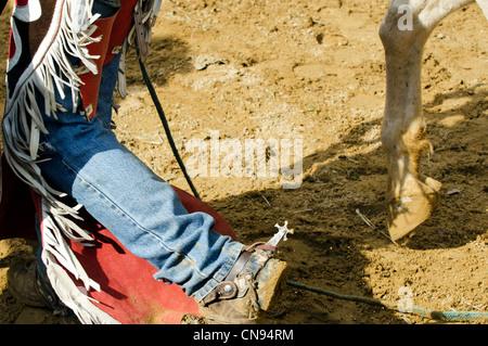 Cowboy mit schlammigen Stiefeln in einem Rodeo-Show. - Stockfoto