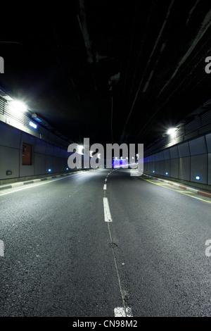 Innere des städtischen Tunnel ohne Verkehr - Stockfoto