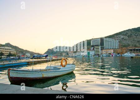 Hölzerne Boote in der Bucht - Stockfoto