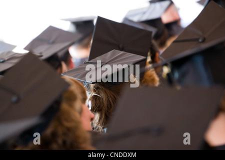High-School-Mädchen tragen eine Quaste mit Diplom Stockfoto, Bild ...