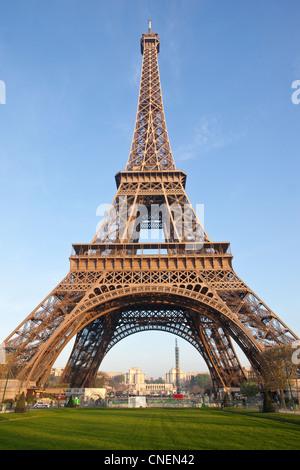 Eiffelturm in den frühen Morgenstunden, Paris, Frankreich - Stockfoto
